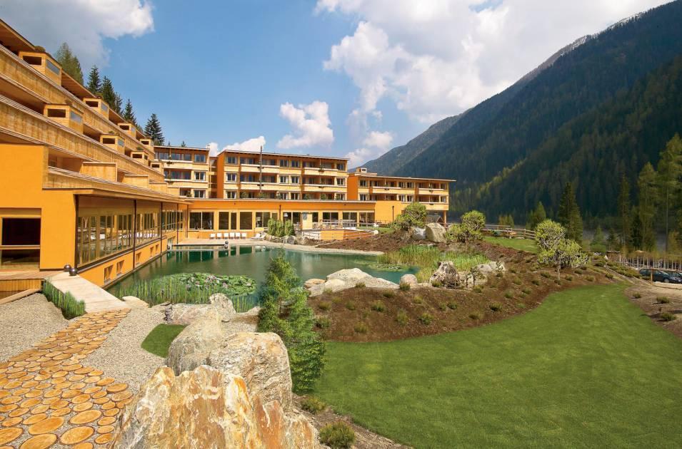Arosea life balance hotel st walburg for Design hotel alto adige